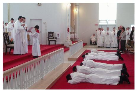 Prostration pendant les litanies des saints