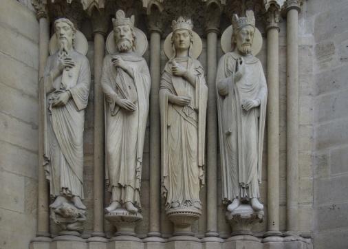 Notre-Dame-de-Paris-portail-sainte-Anne-droite