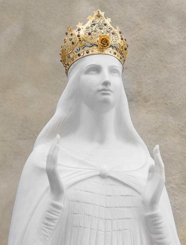 Marie, la Vierge de Knock.