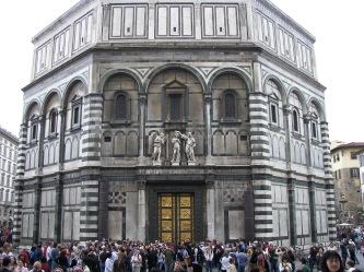 Façade est du baptistère San Giovanni, à Florence.